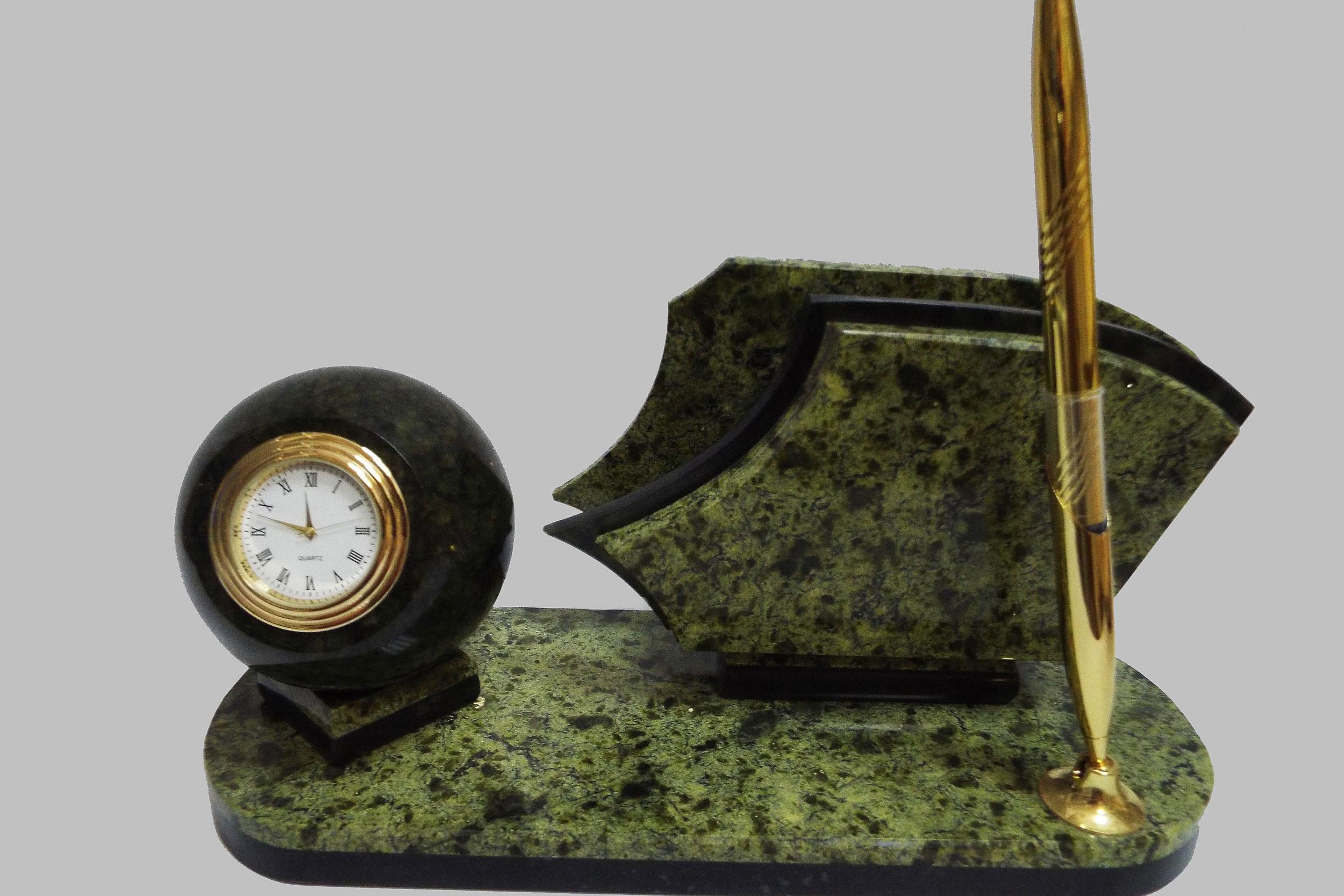 Письменный прибор из змеевика