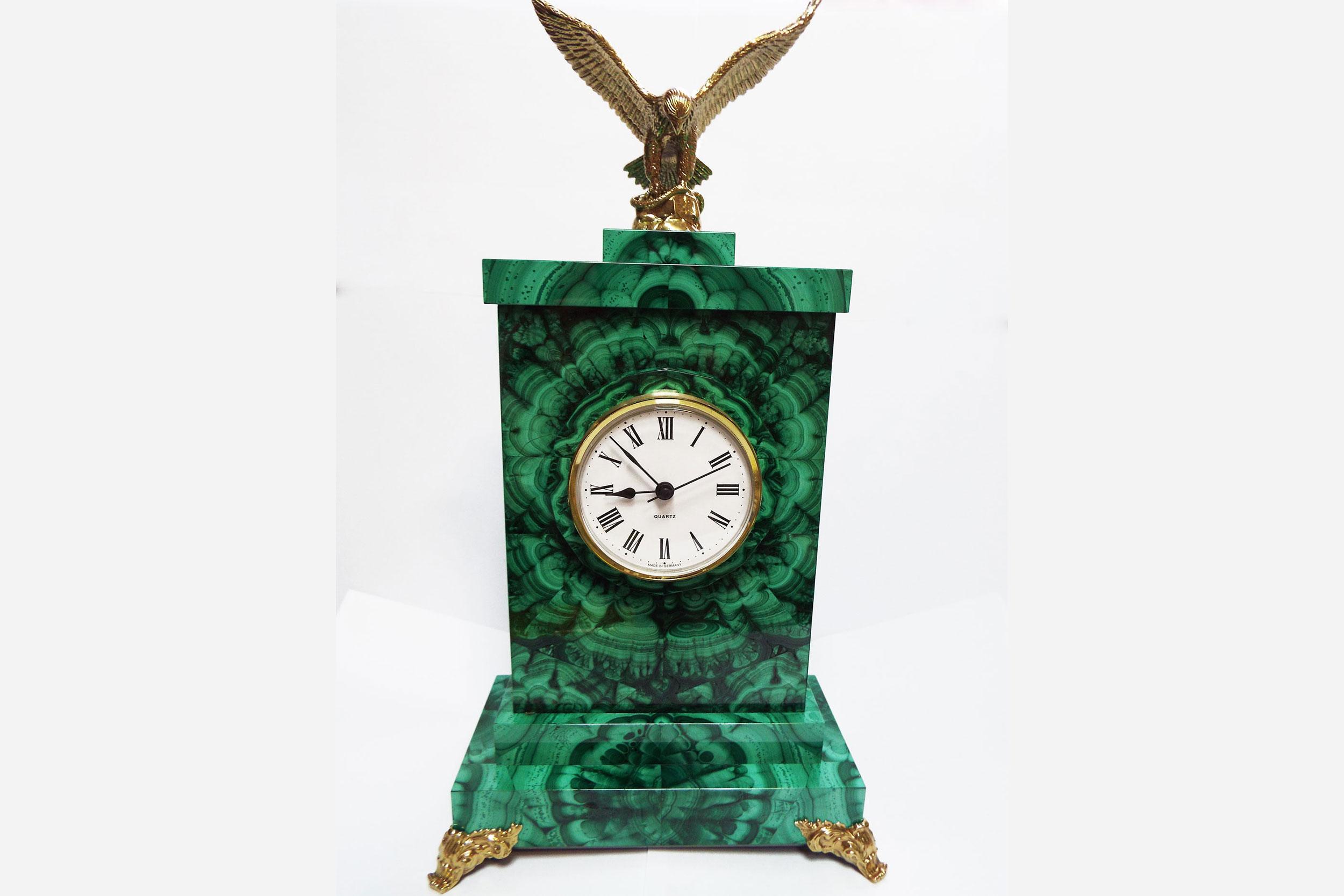 Часы из малахита с орлом
