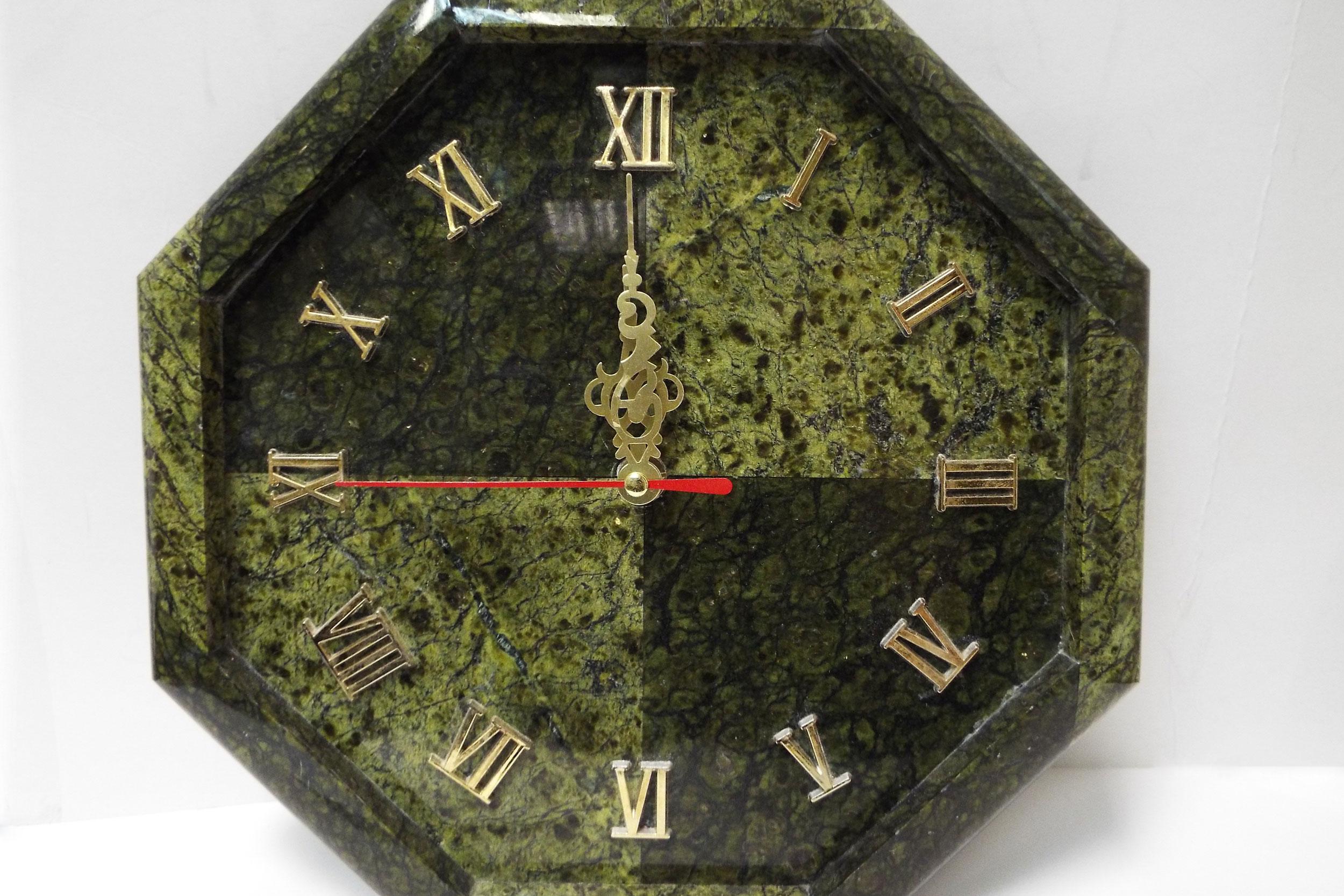 Часы из змеевика, настенные