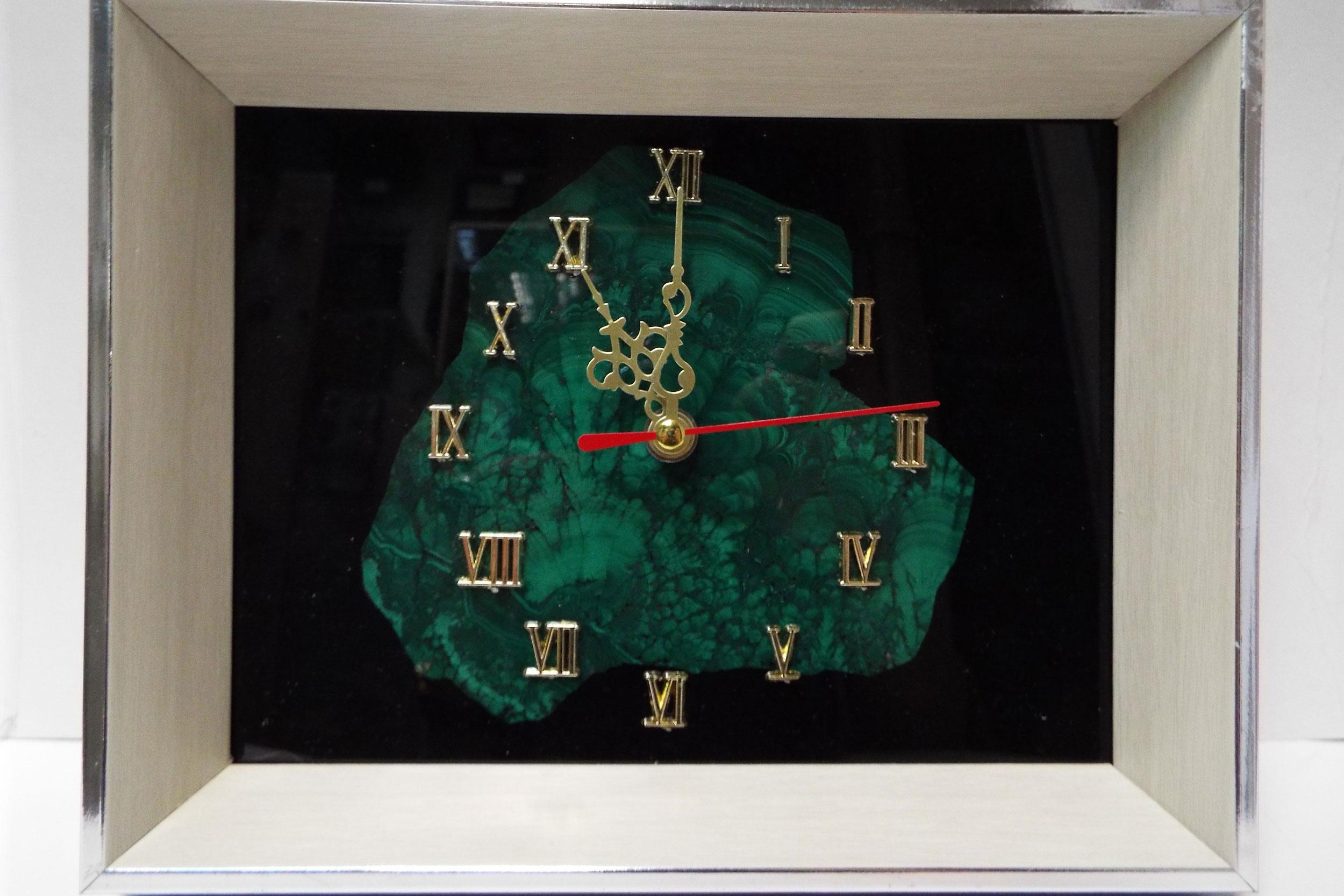 Часы-панно с малахитом