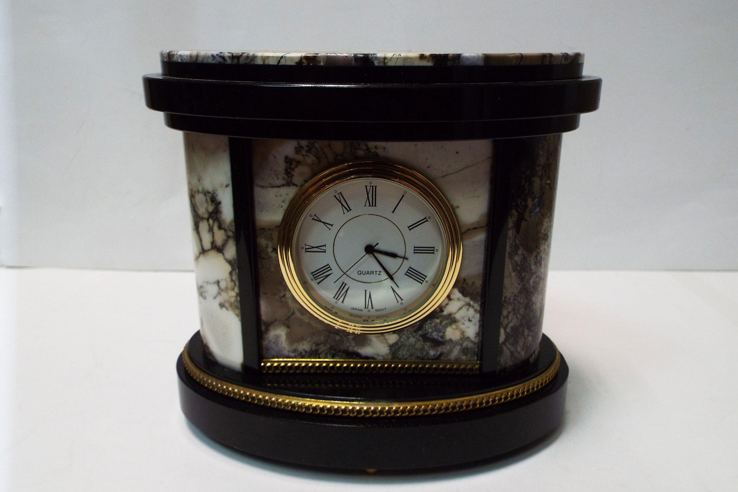 Часы из мохового агата