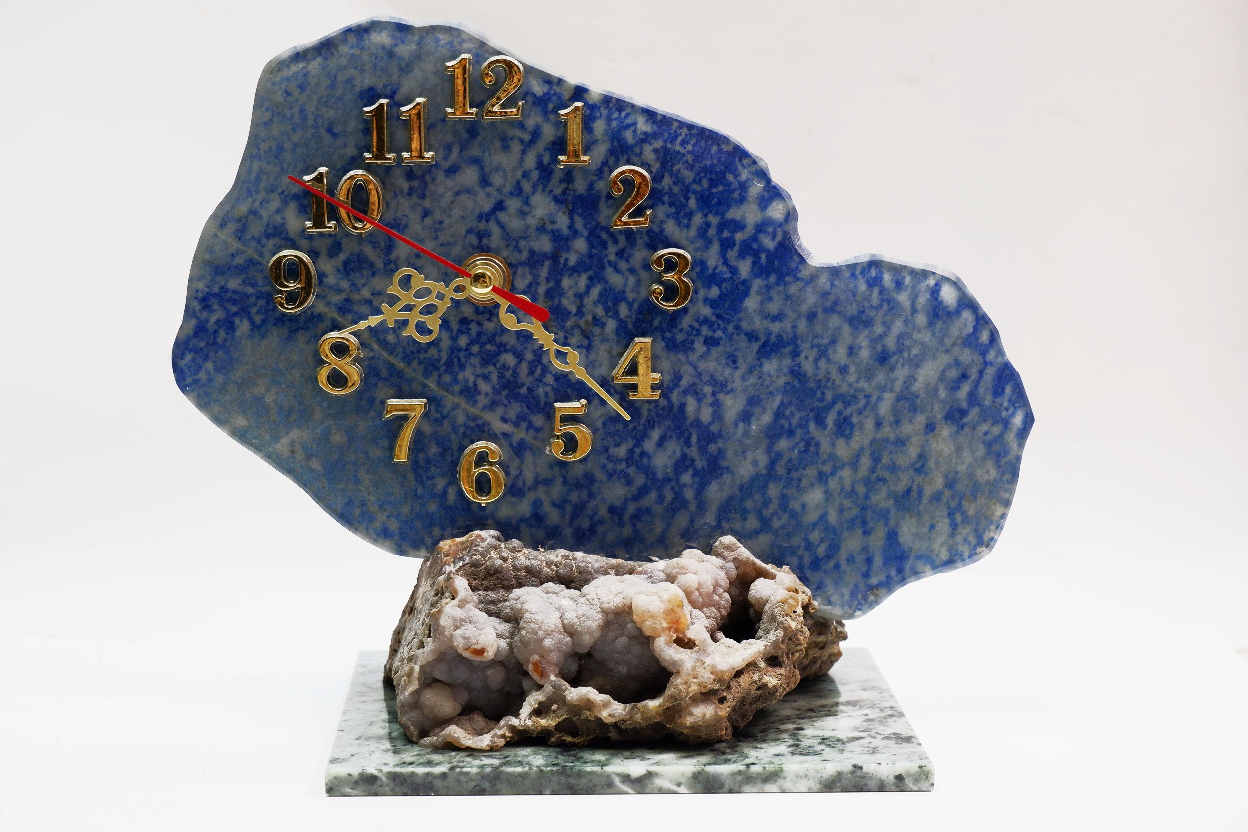 Часы из лазурита