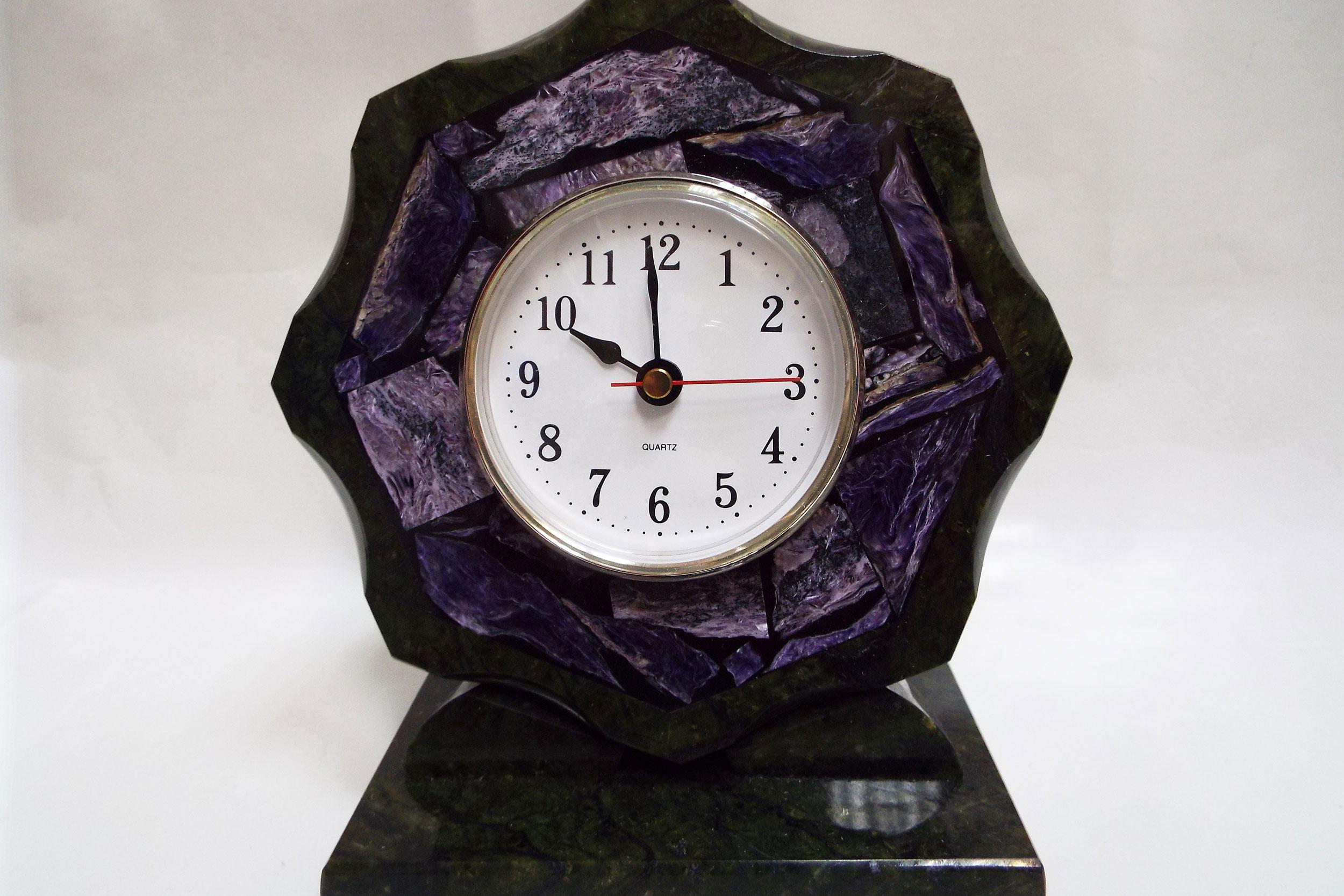Часы из чароита