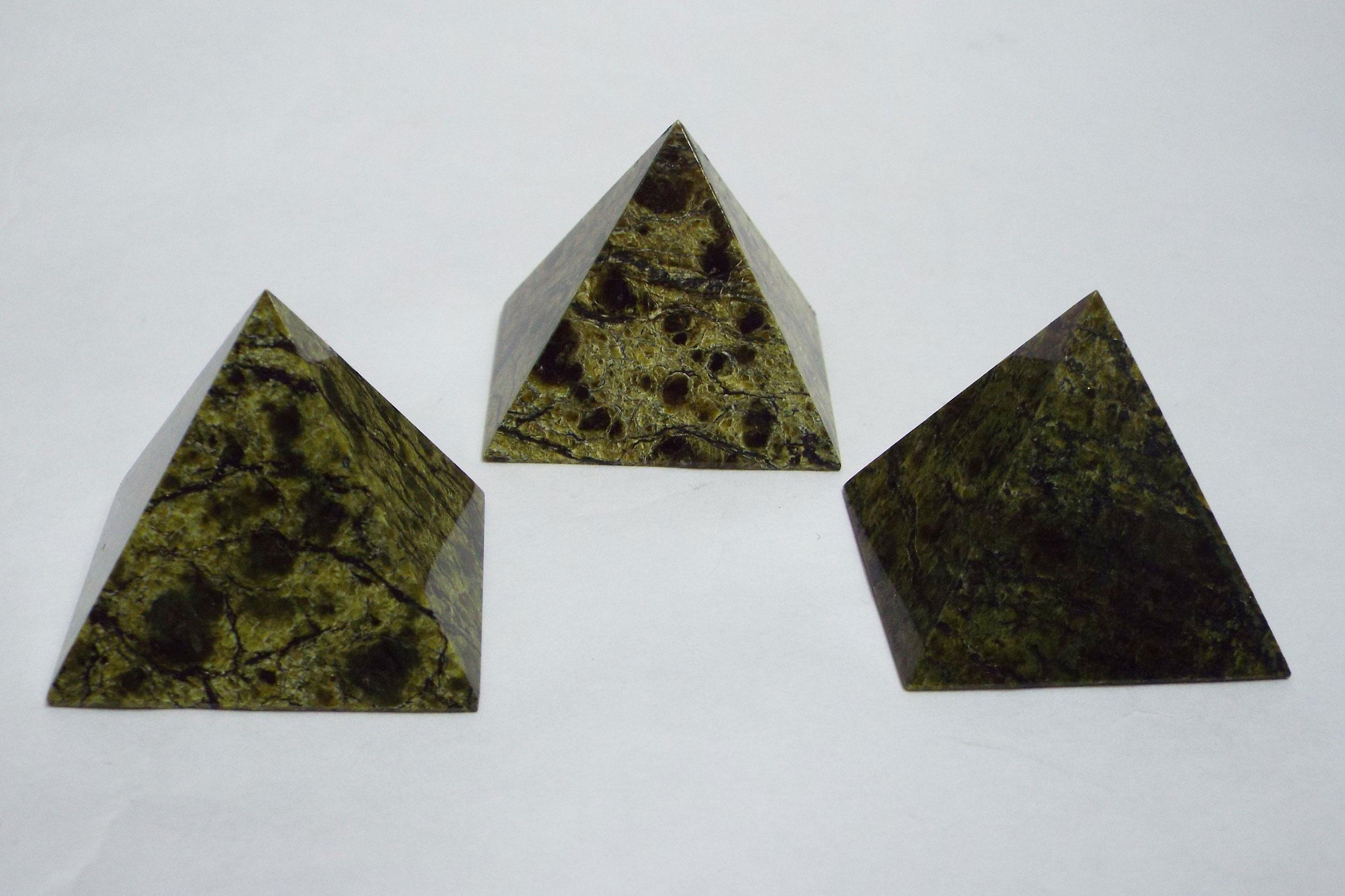 Пирамиды из змеевика