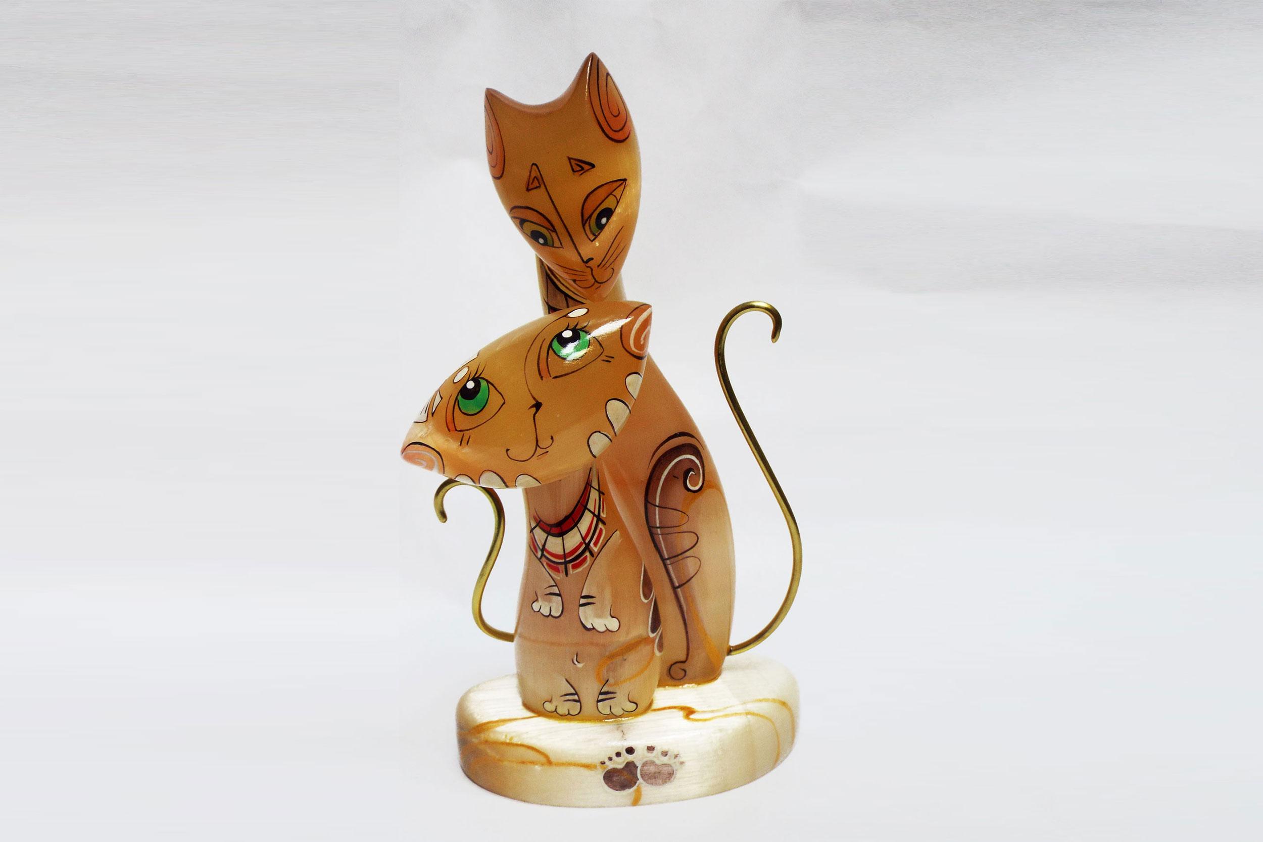 """Кошки """"Апрель"""" из селенита"""