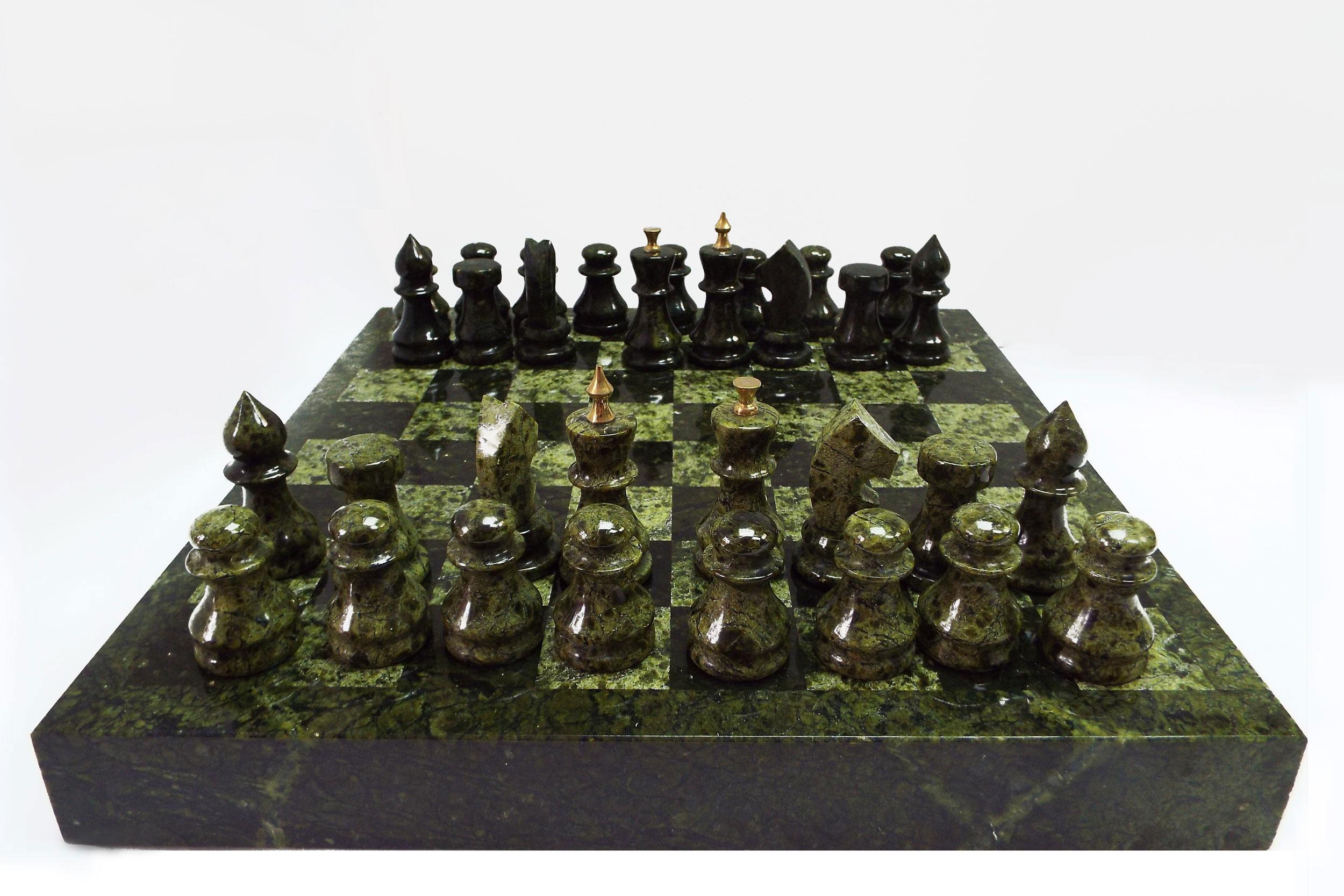 Шахматы из змеевика