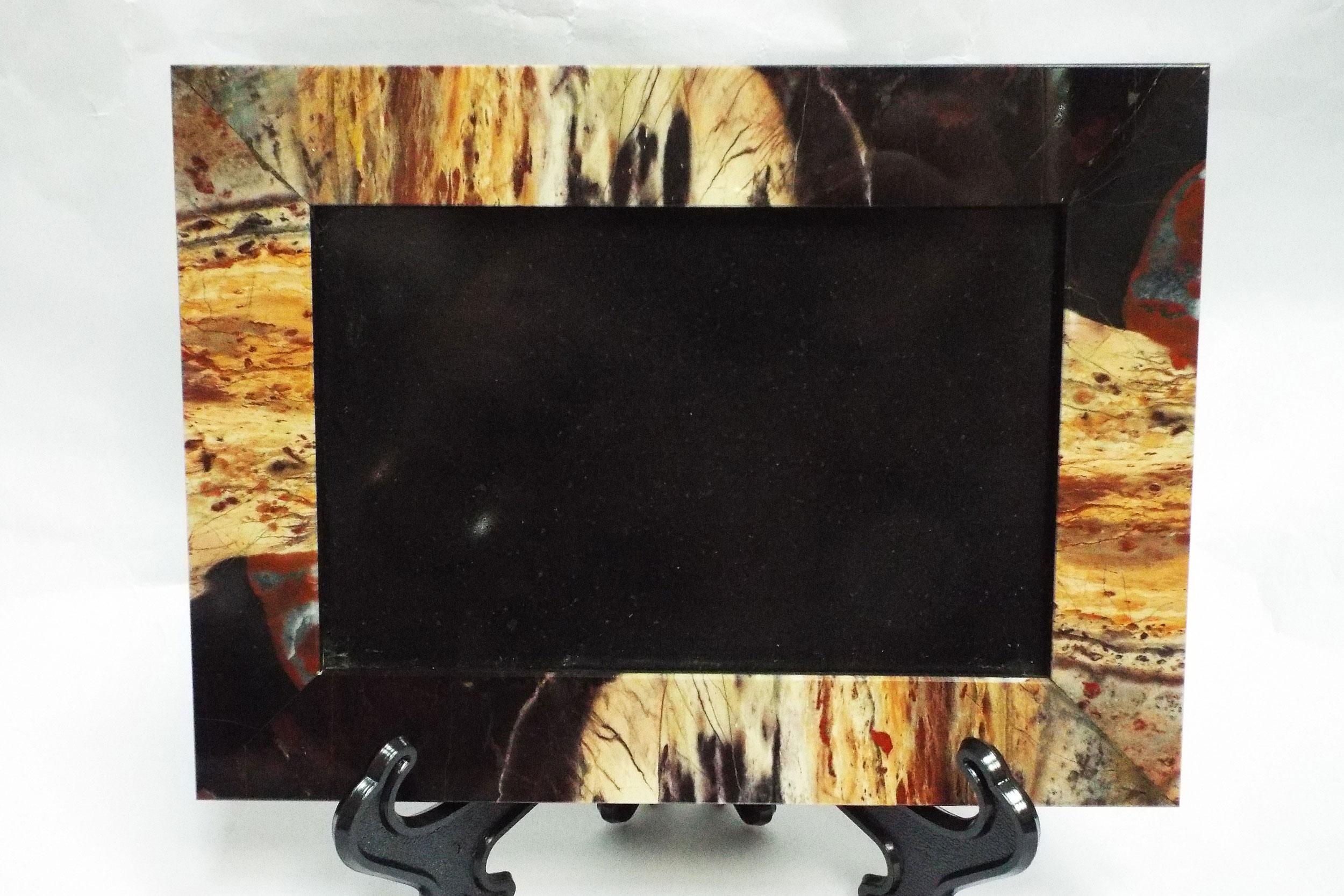 Рамка под фото из яшмы