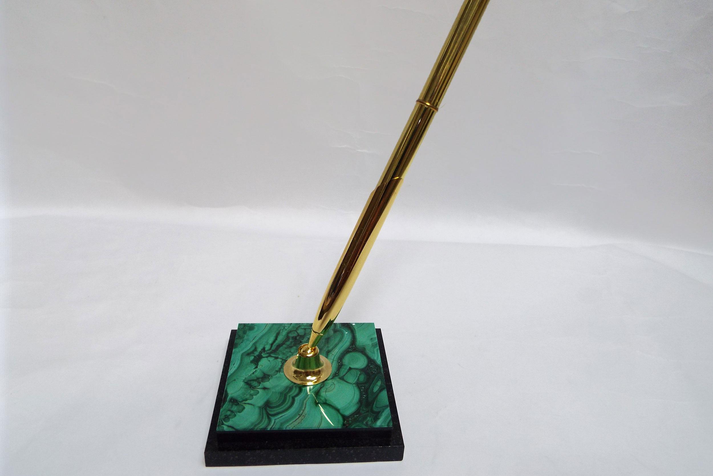 Ручка на подставке из малахита