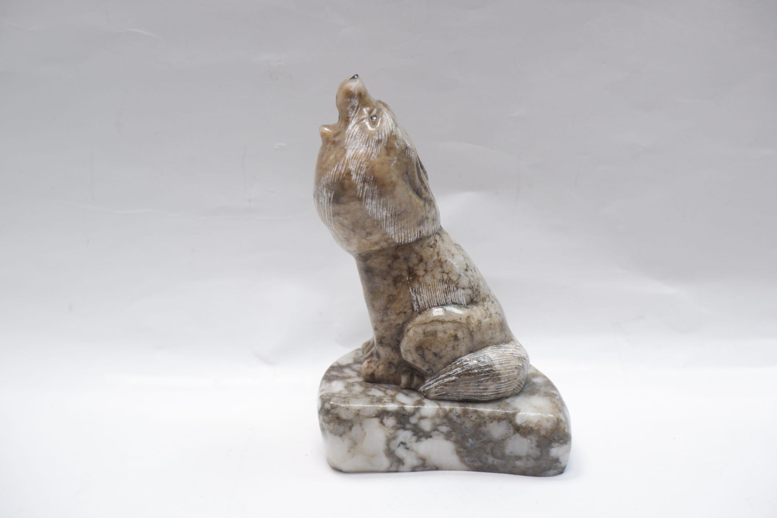 Сувенир «Воющий волк» из ангидрита