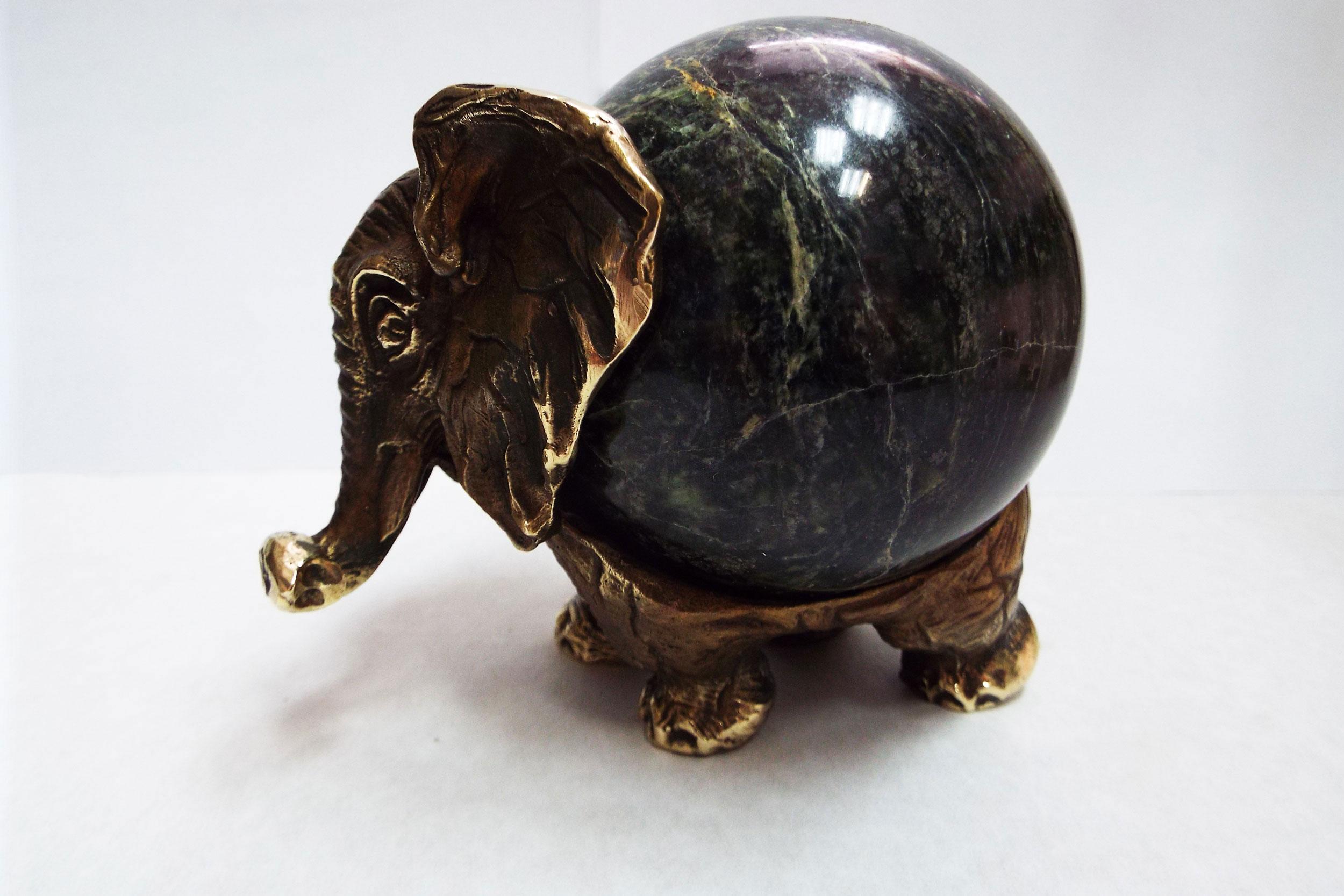 Слон из бронзы на змеевике