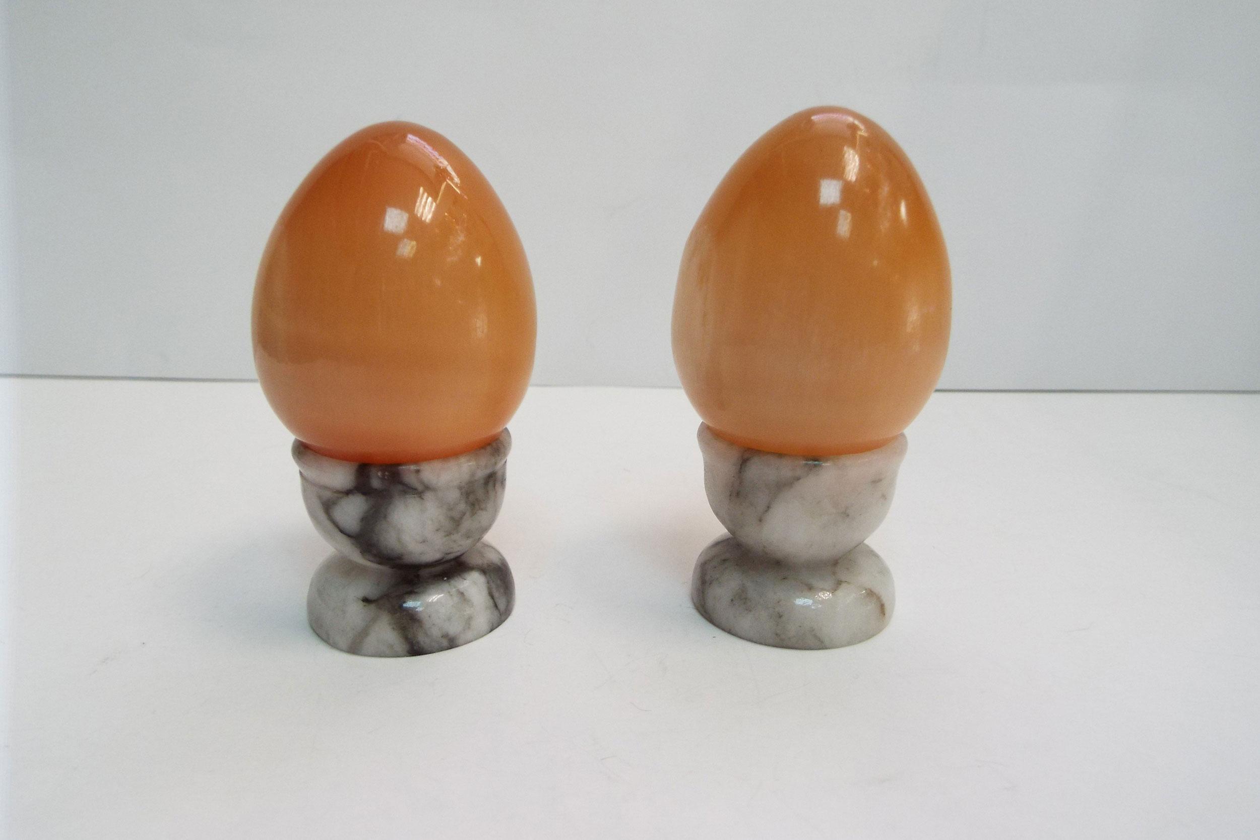 Яйца на подставке из селенита