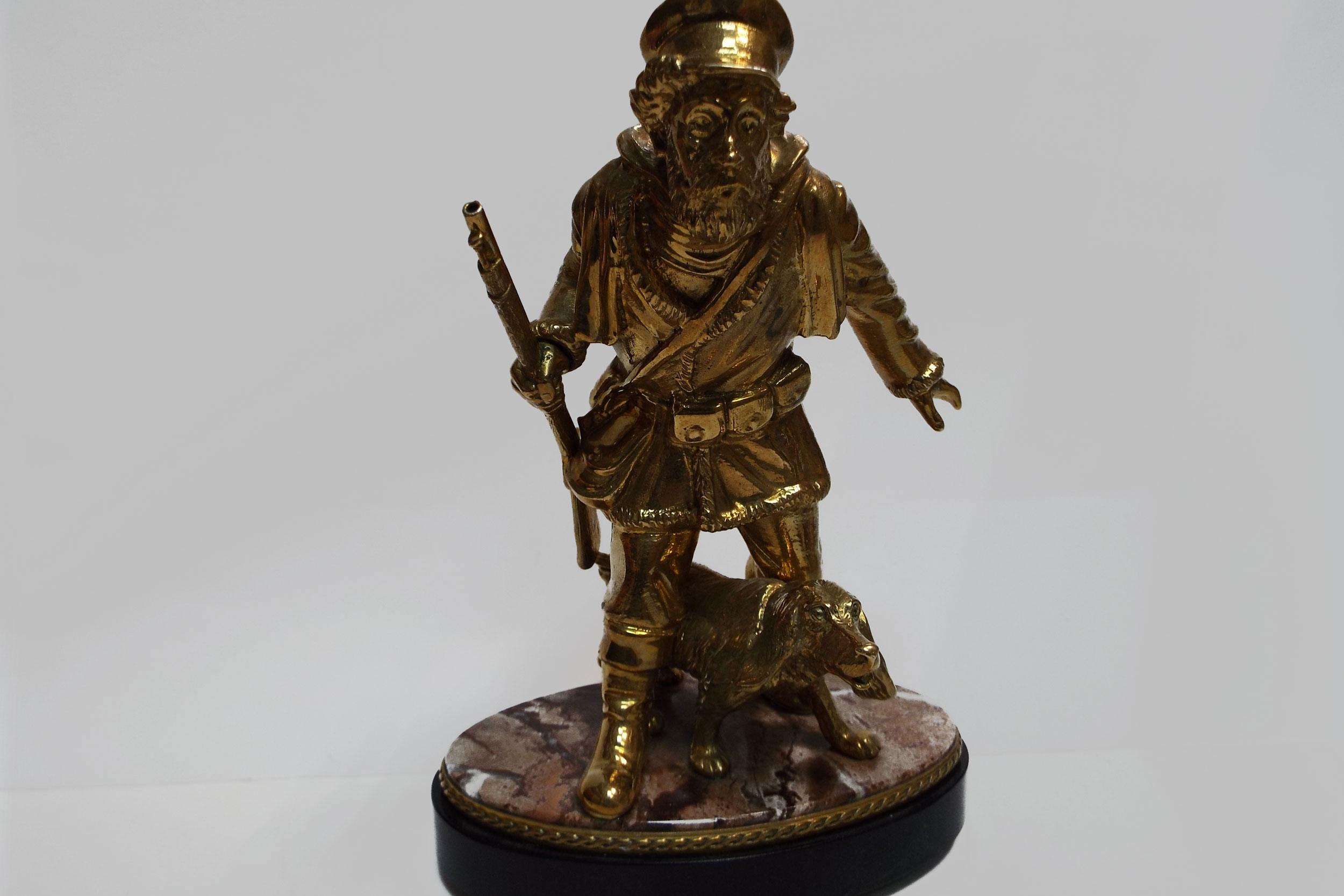 Охотник из бронзы на яшме