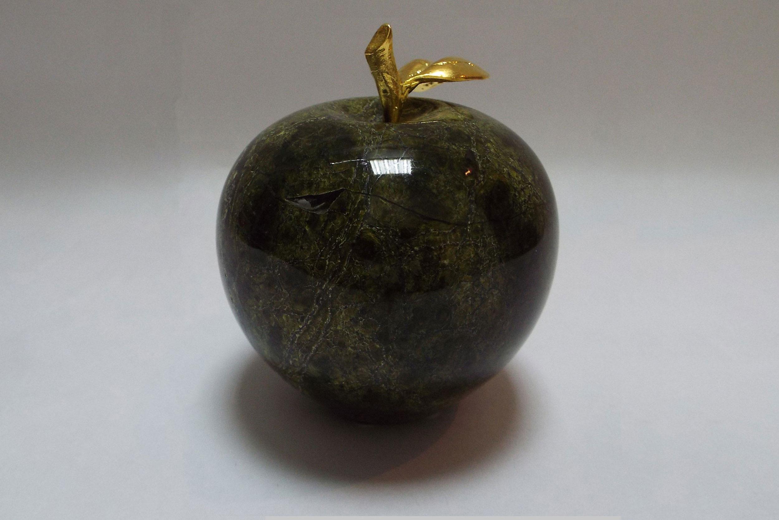 Яблоко из змеевика