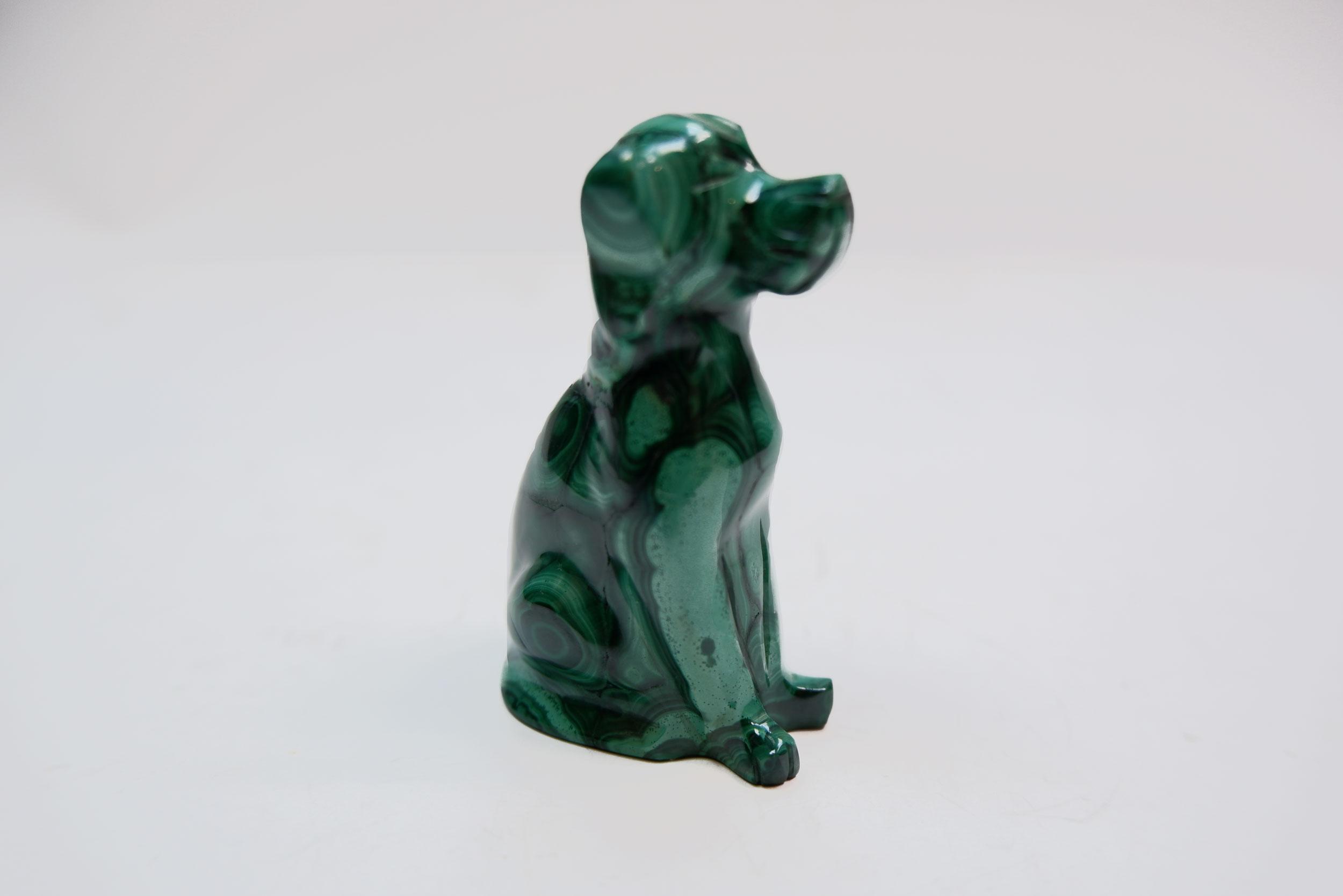 Собака из малахита