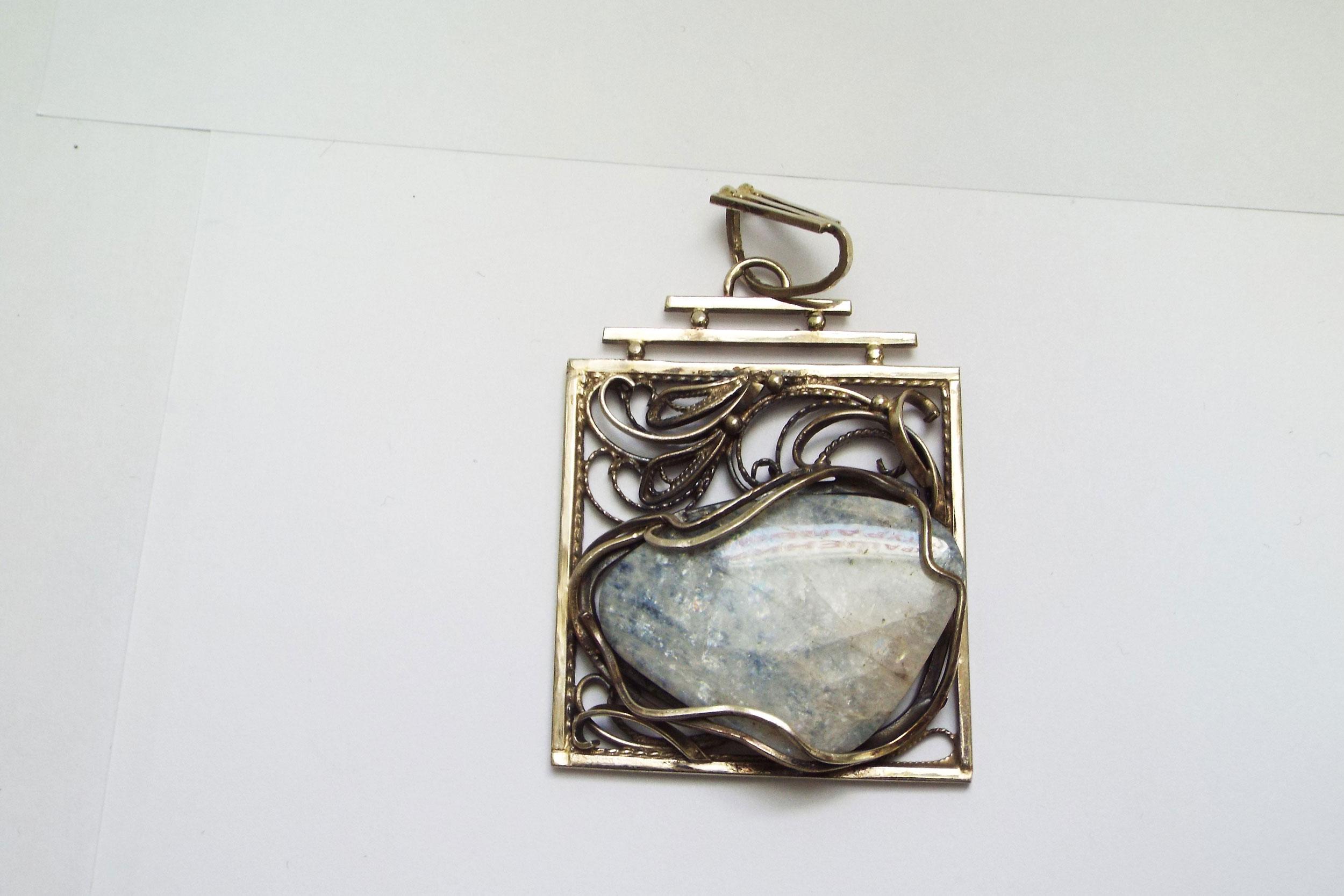 Кулон из лунного камня