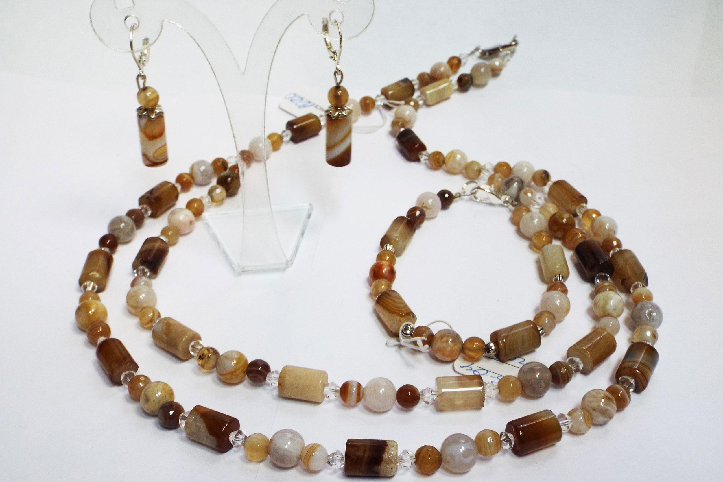 Полу-колье, серьги и браслет из агата