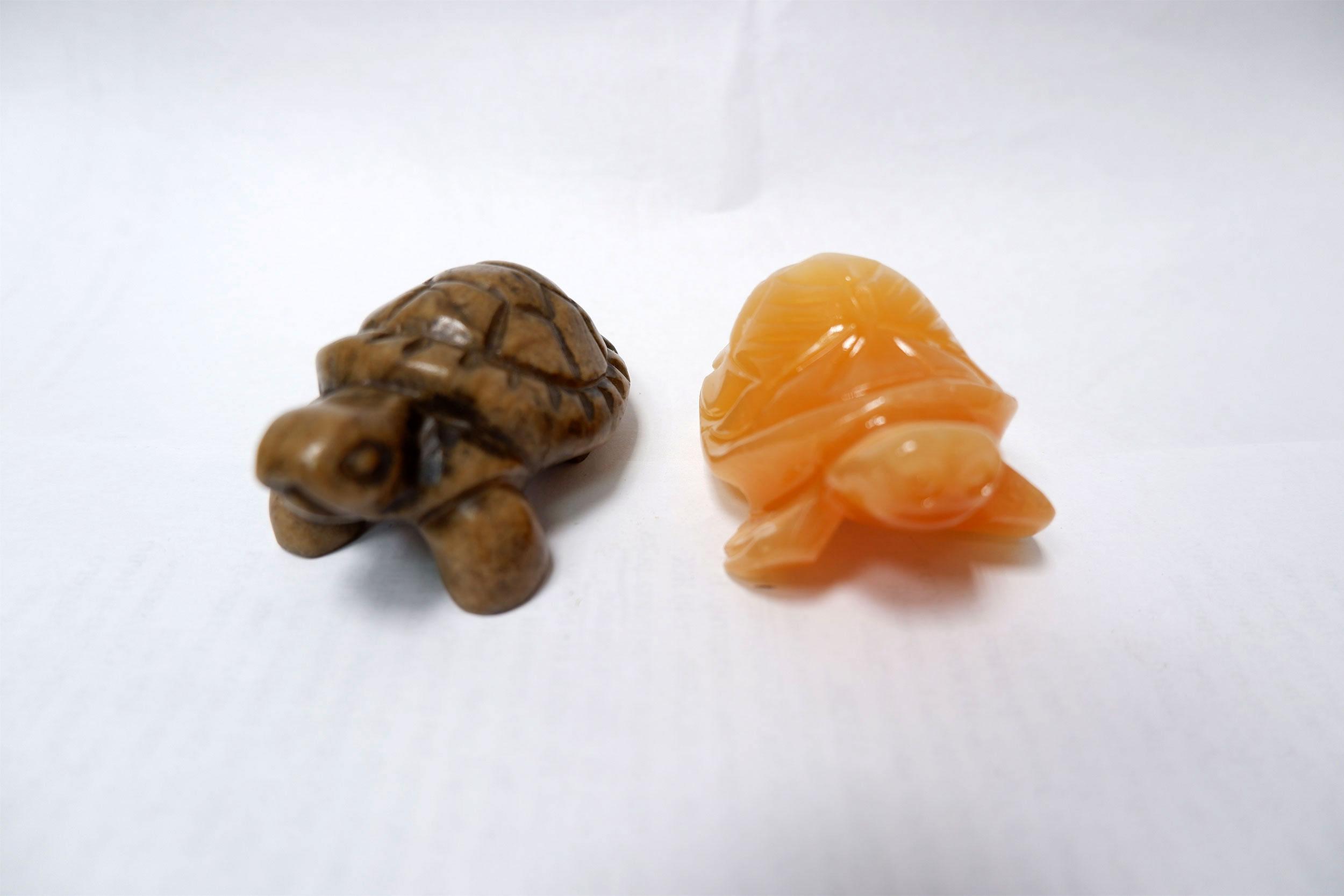 Черепахи из селенита и ангидрита