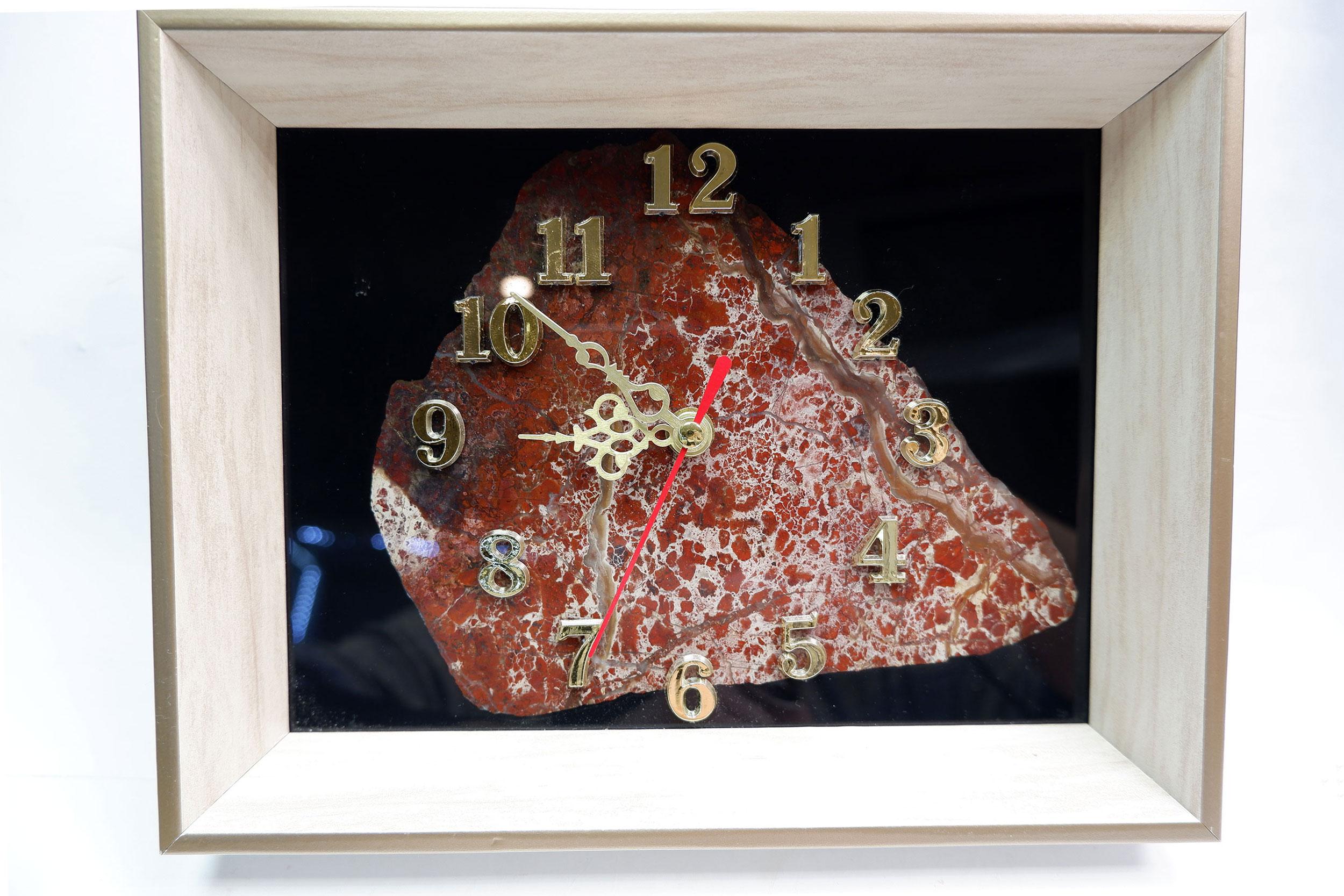 Часы настенные в рамке из яшмы
