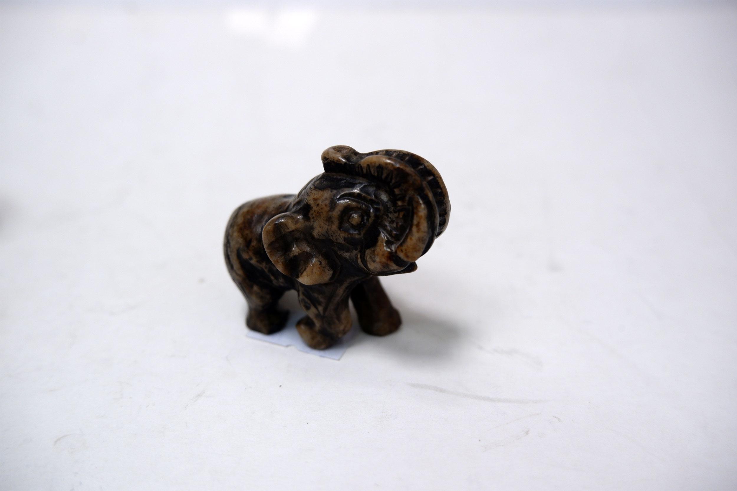 Слоник из ангидрита