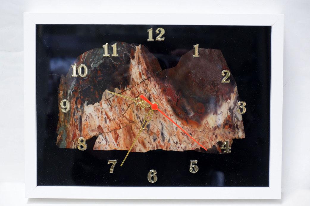 Часы настенные из яшмы в рамке
