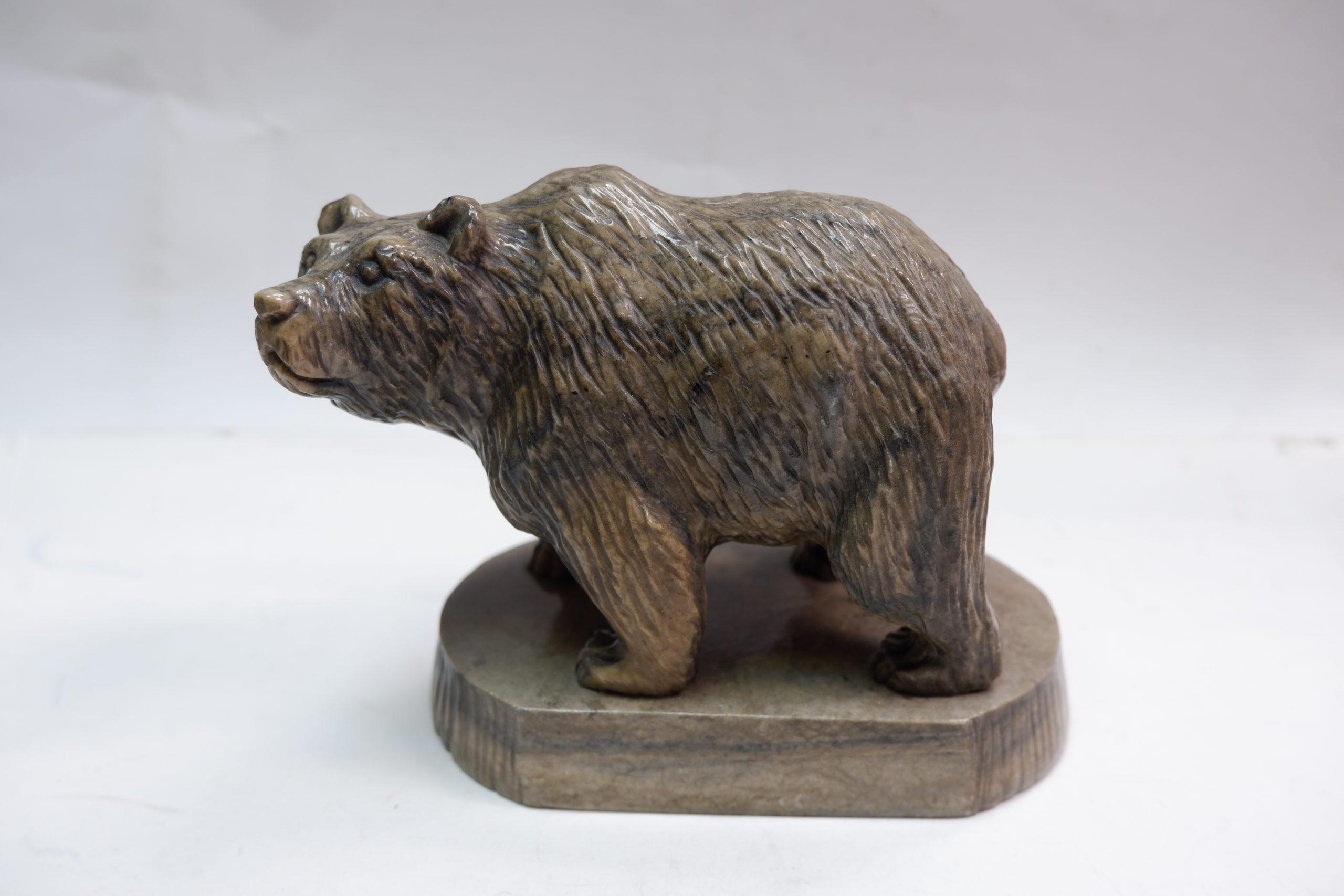 Медведь на подставке ангидрит