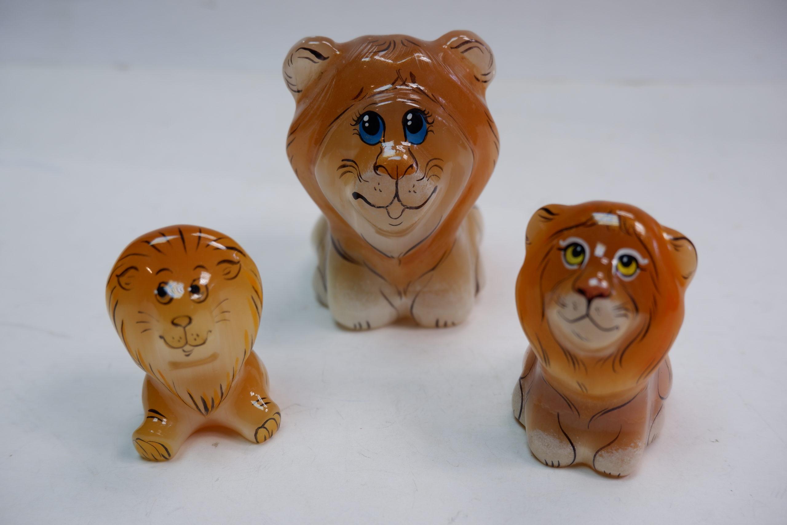 Львы селенит