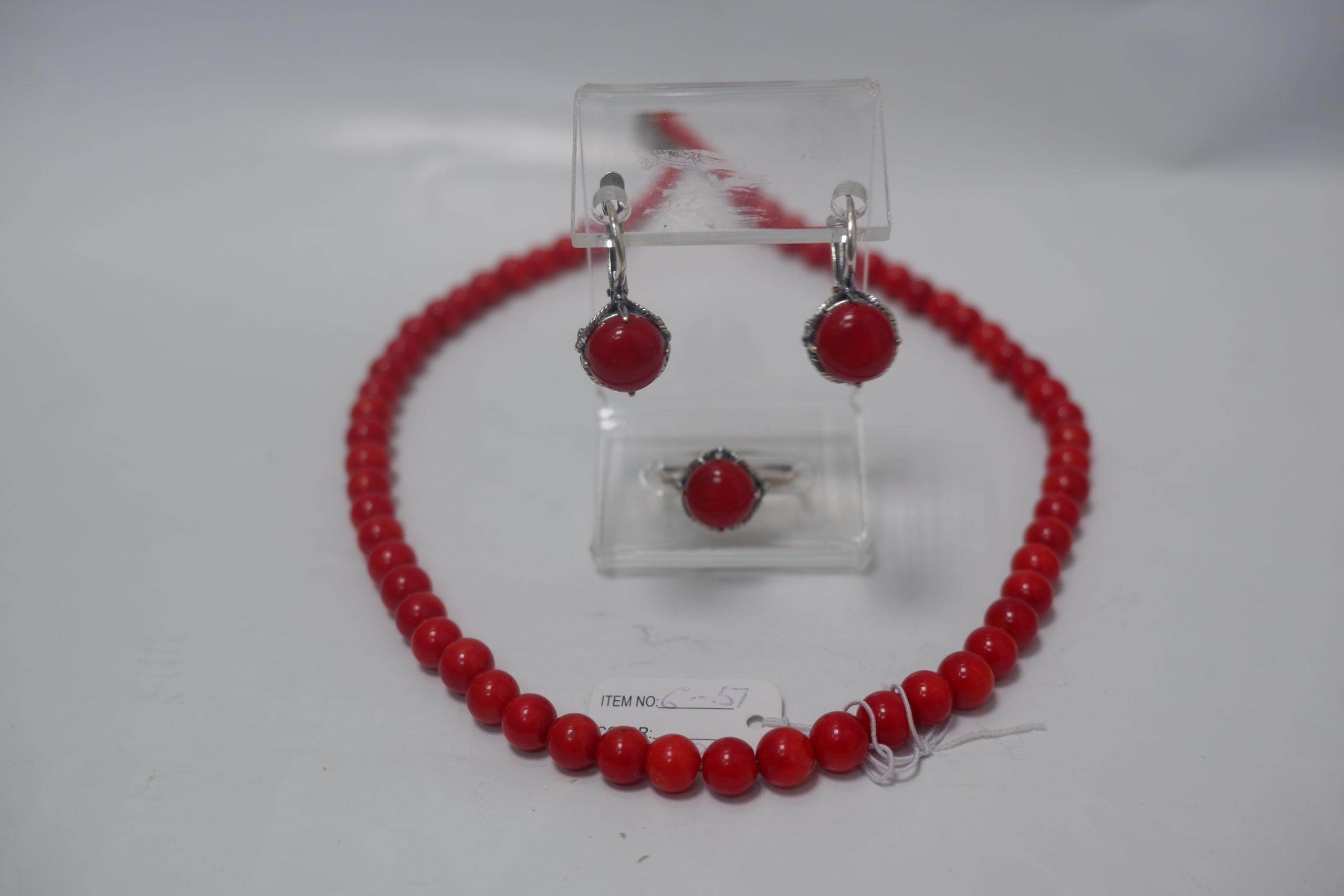 Бусы-шарик из красного коралла и гарнитур