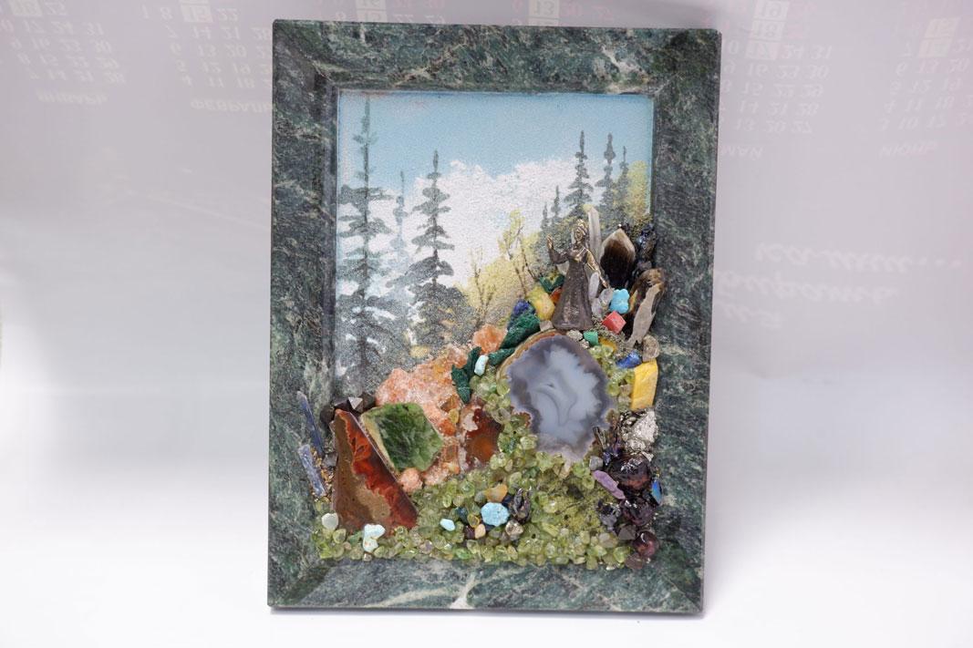 Панно насыпное из каменной крошки с элементами горок