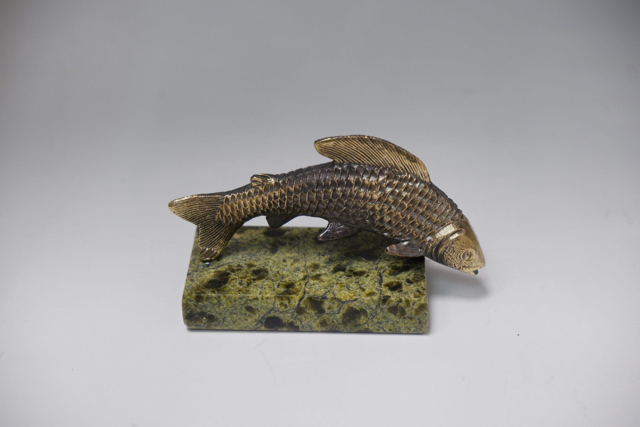 Рыба из литья бронзы на змеевике