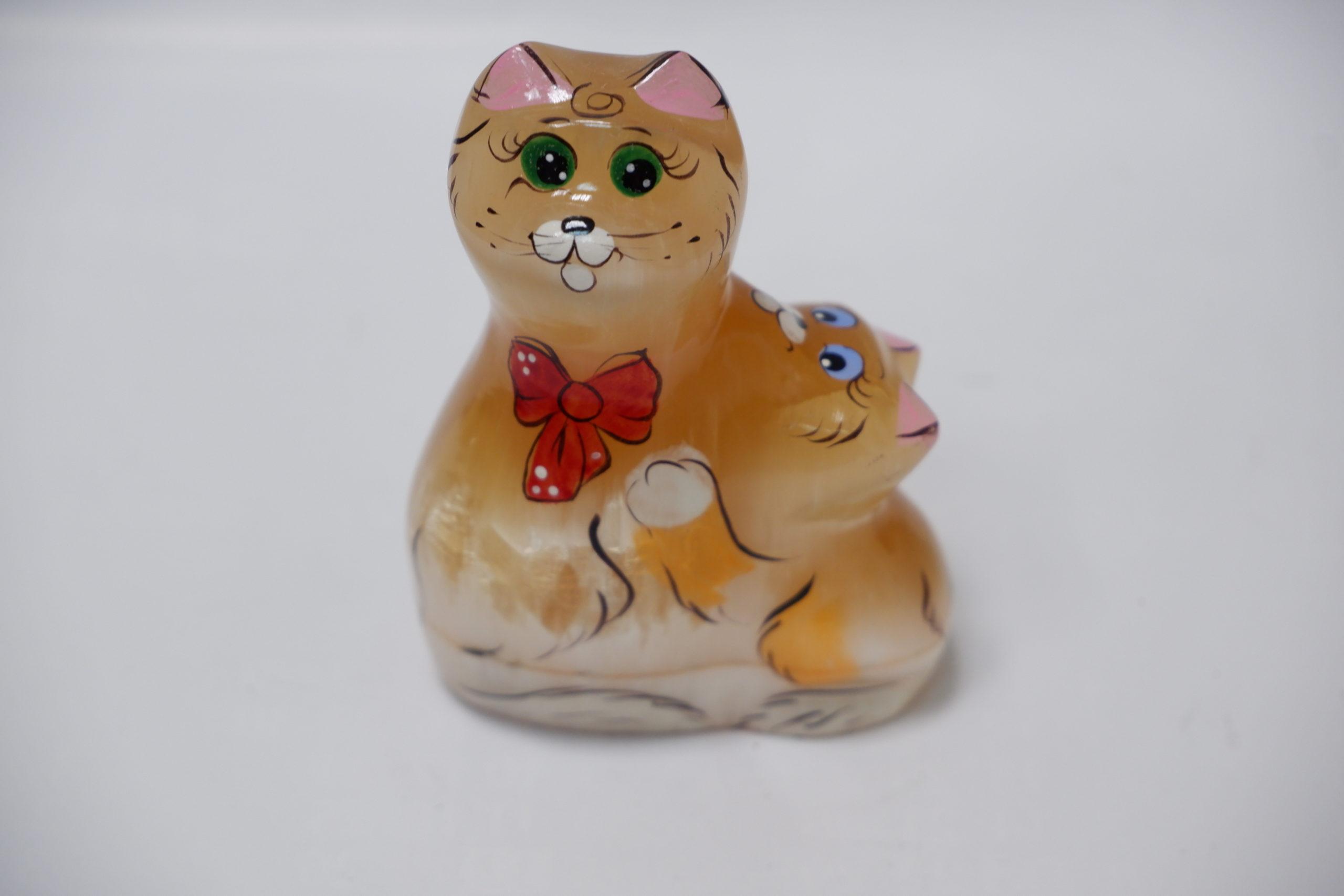 Кошка с котенком из селенита