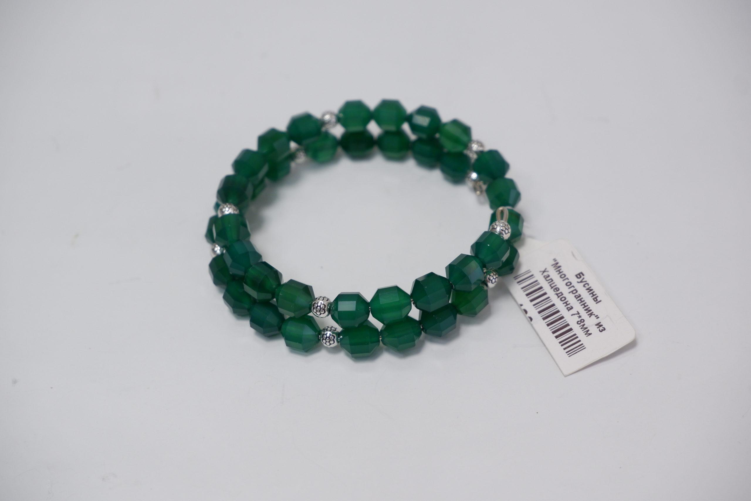 Браслет на жесткой пружине из зеленого халцедона