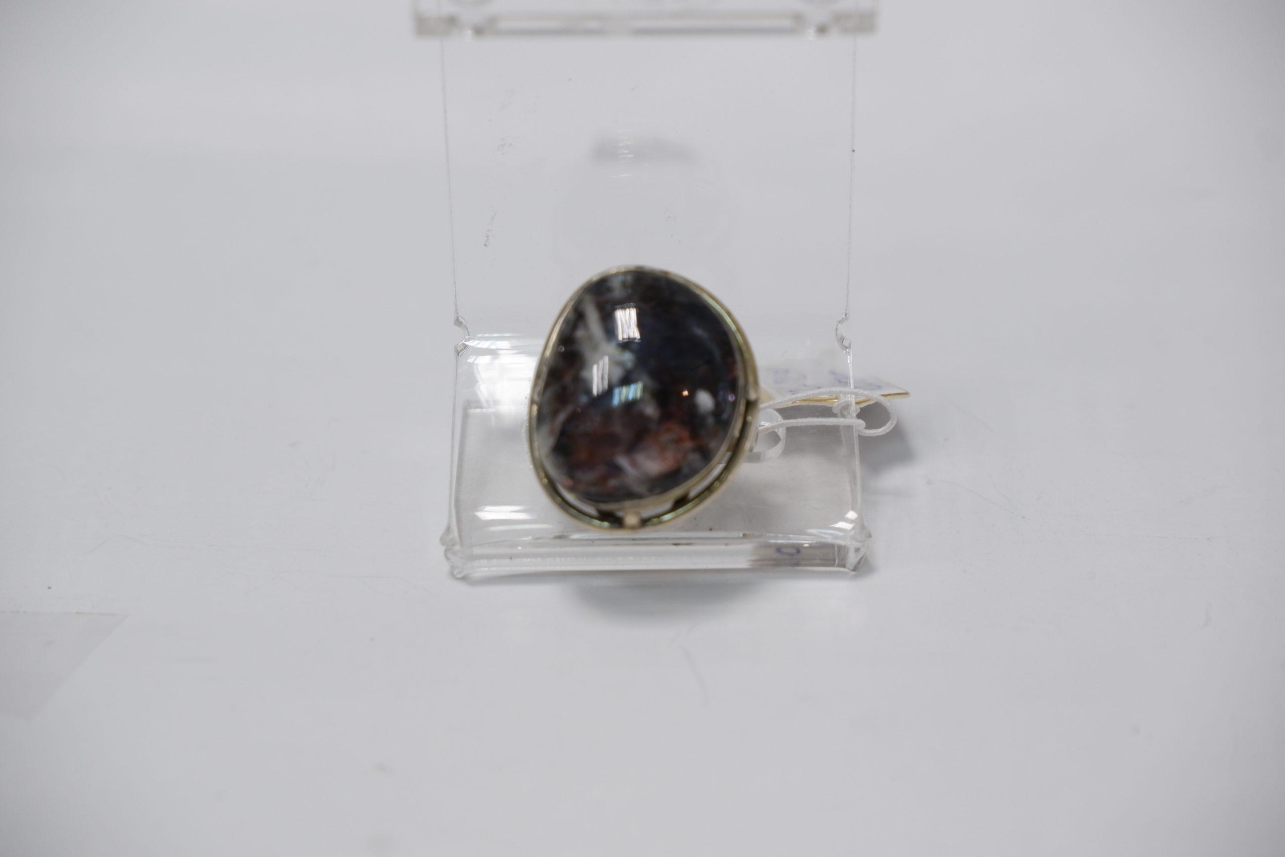 Кольцо с солнечным камнем