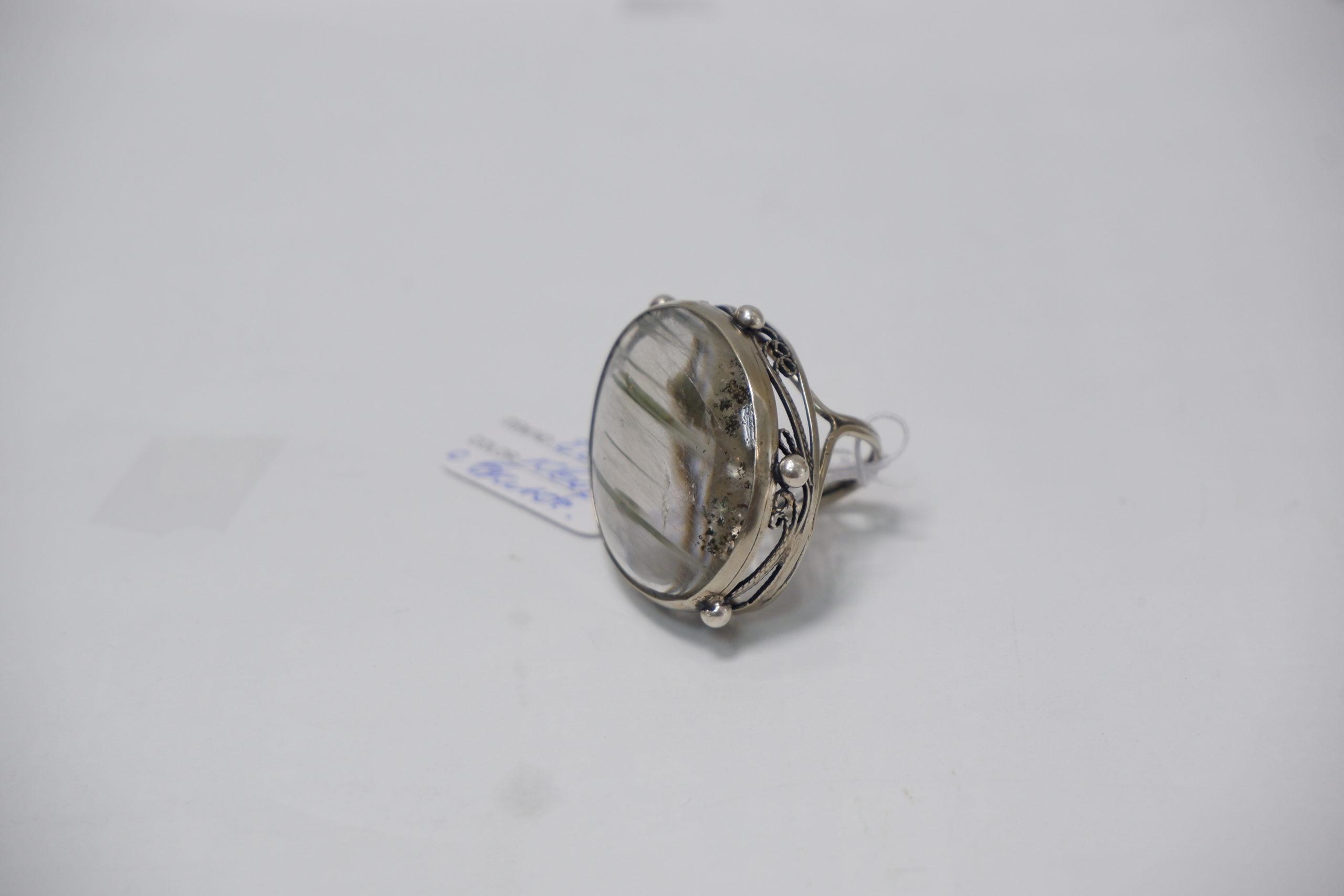 Кольцо с кварцем с включениями актинолита