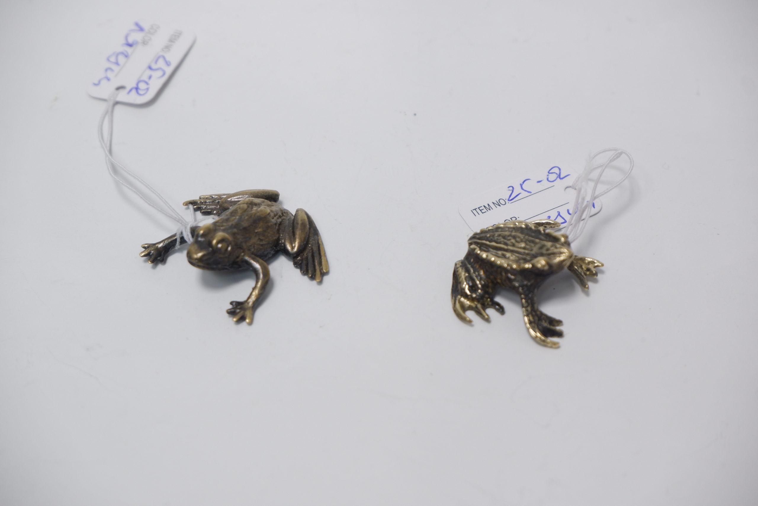Маленькие лягушки из бронзы