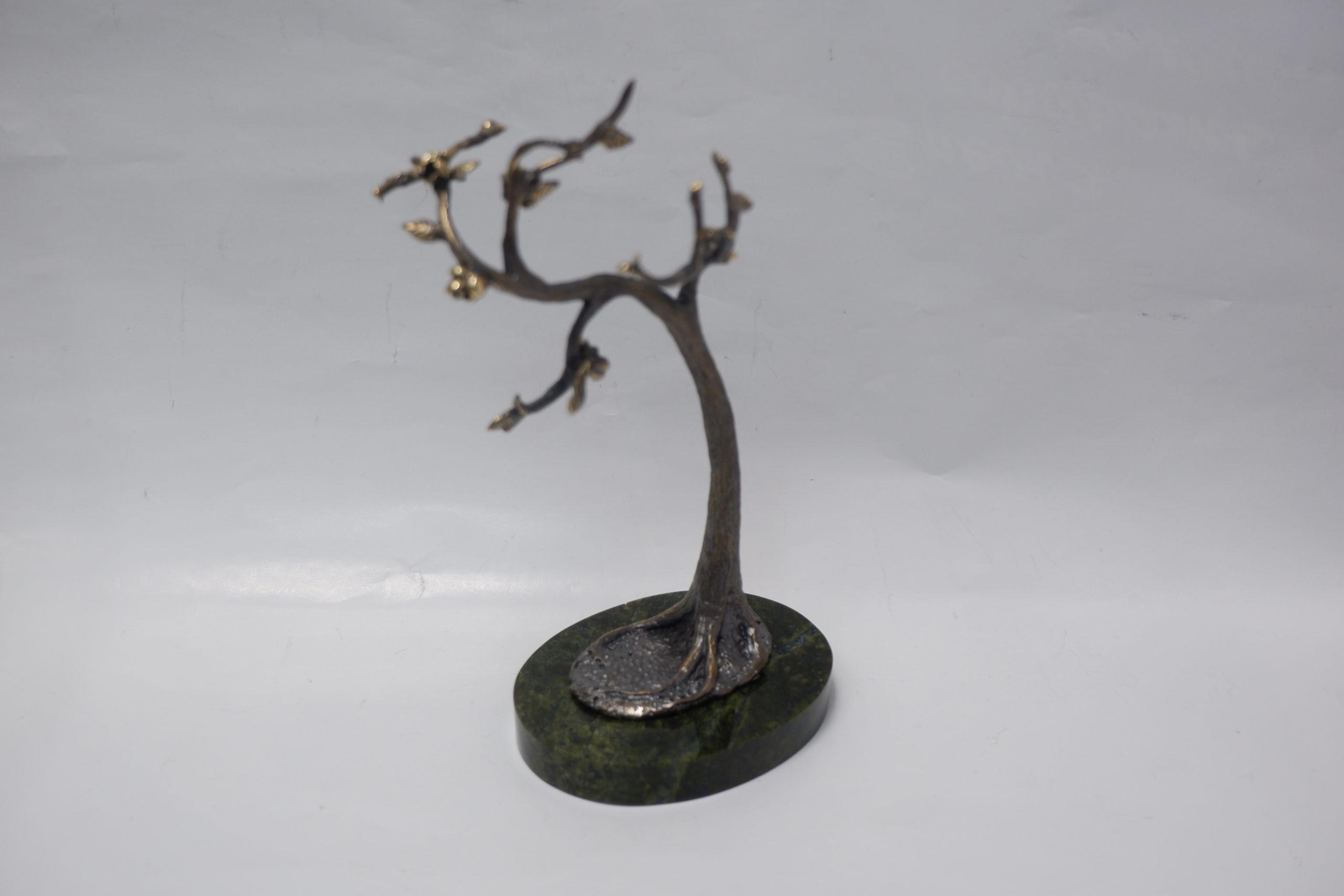 Дерево для украшений из бронзы на змеевике