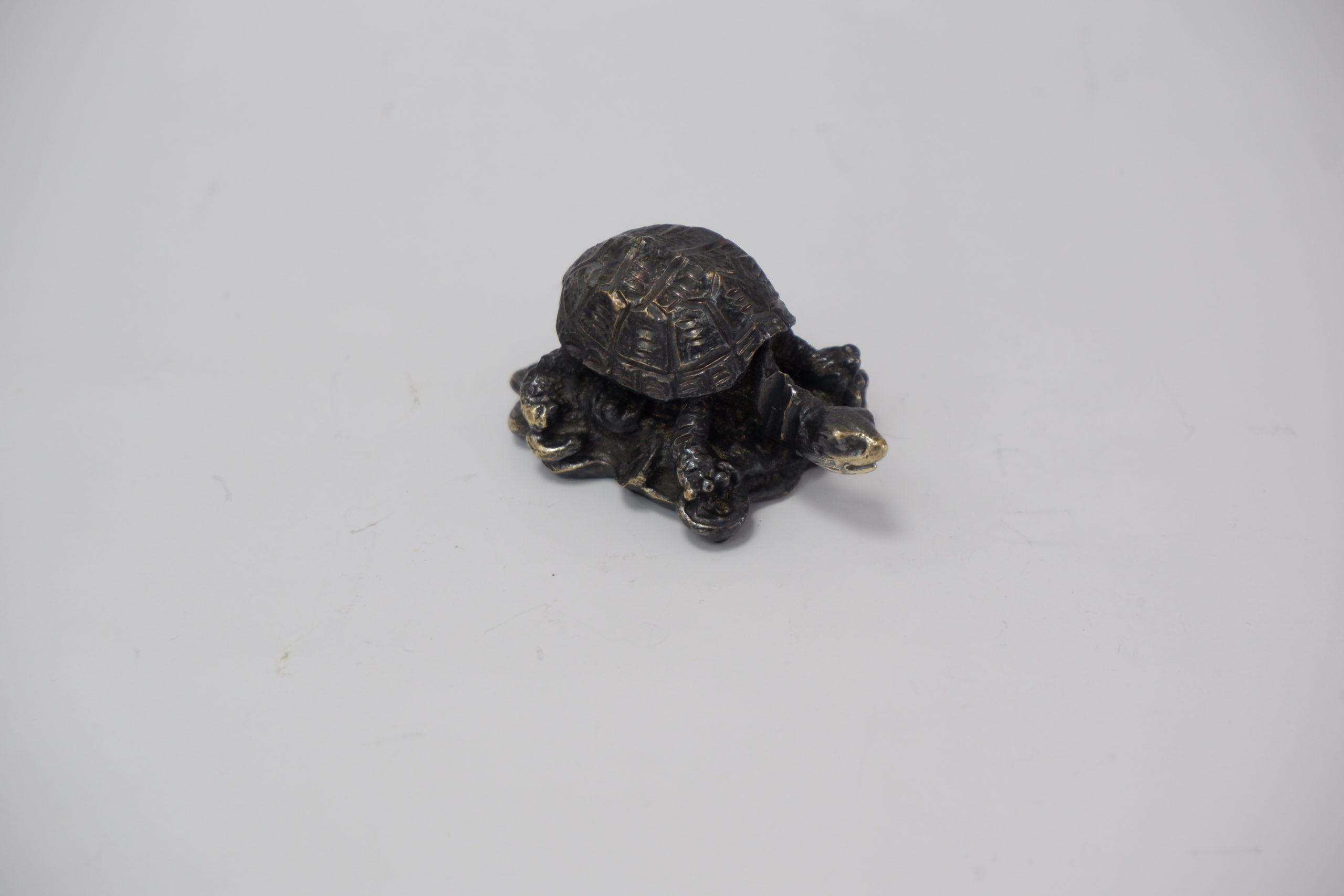 Черепаха из литья бронзы