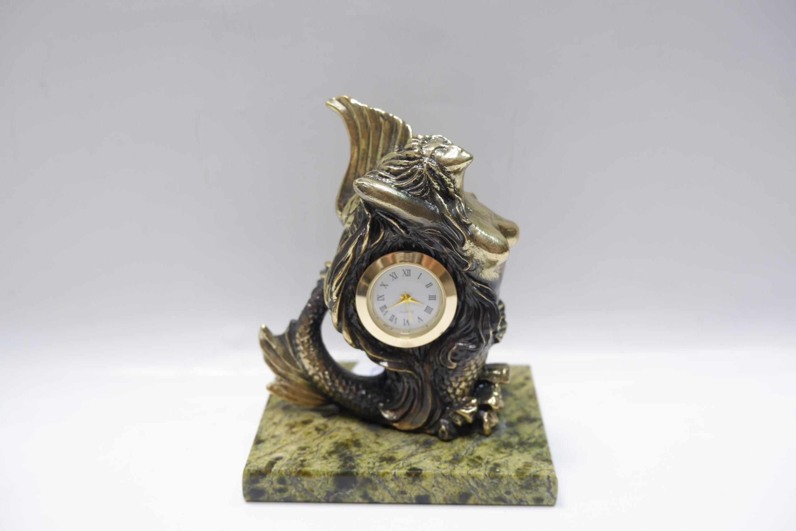 "Часы ""Русалка""из бронзы на змеевике"