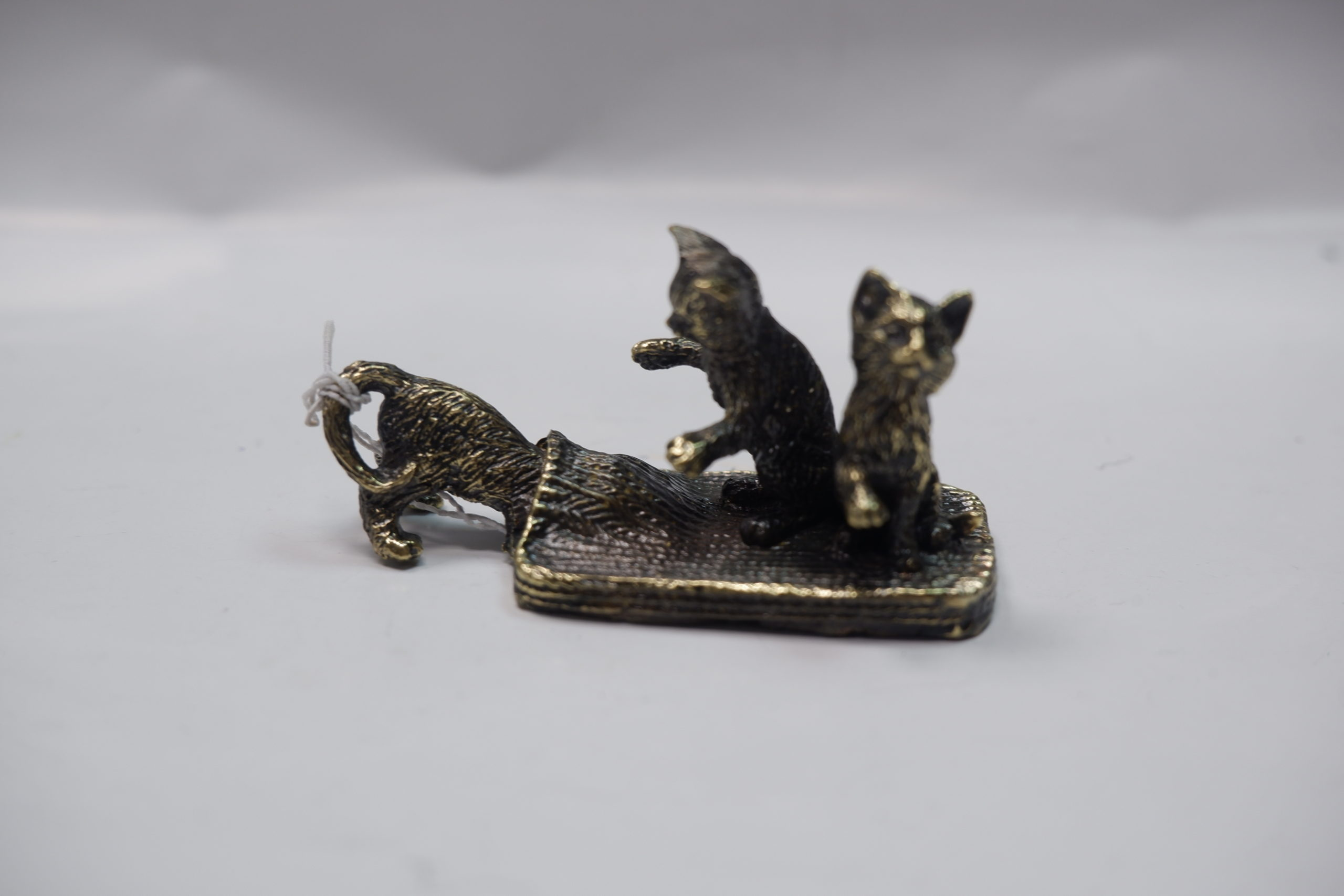 Три котенка из литья бронзы