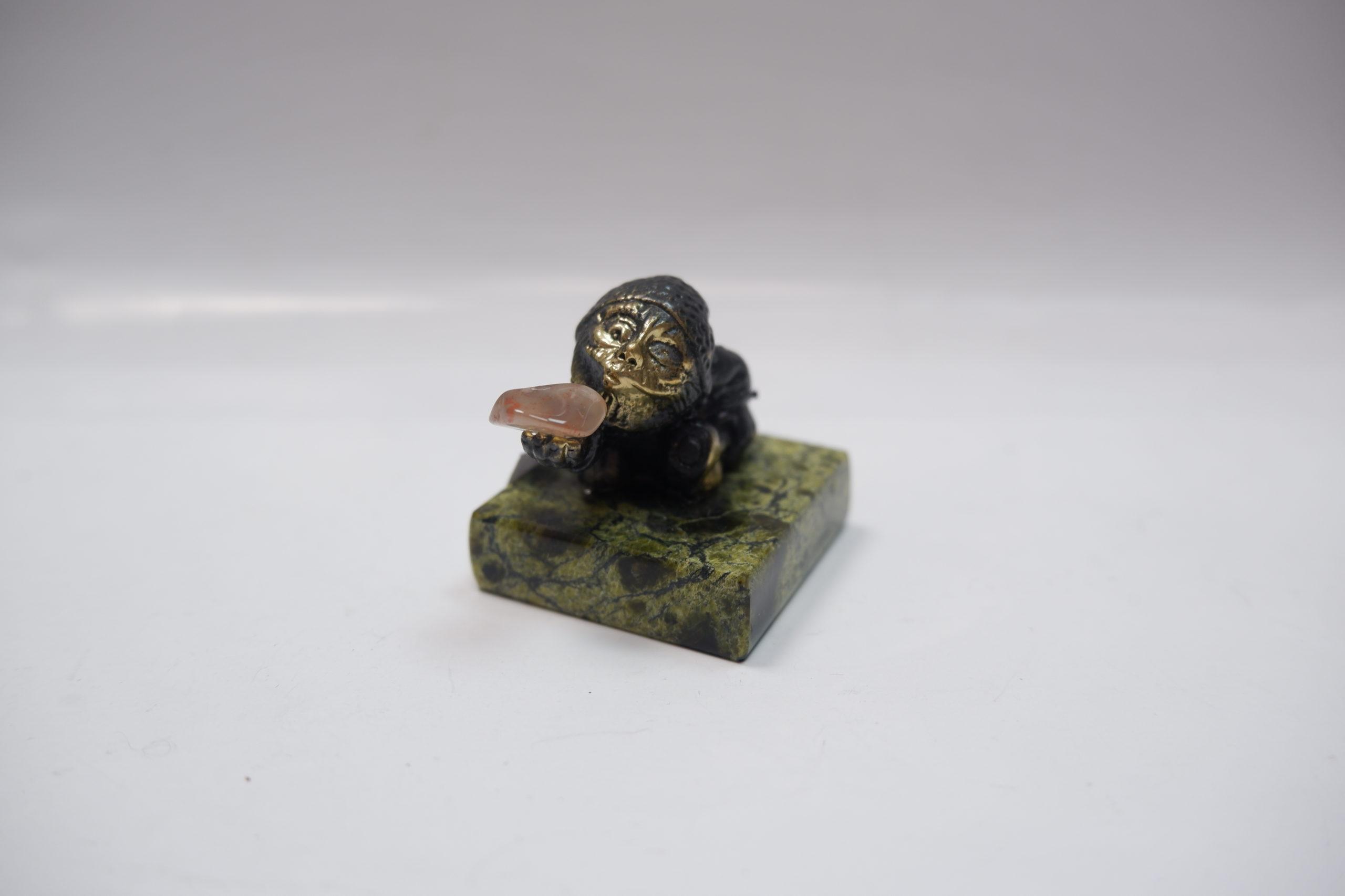Гном из литья бронзы на змеевике